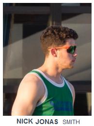 Nick Jonas con lentes deportivas