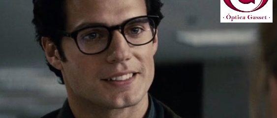 Henry Cavill con gafas