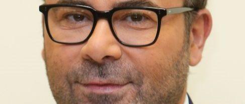 Jorge Javier Vázquez con gafas