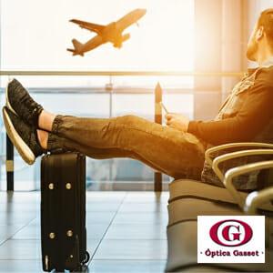 Al viajar en avión con lentillas tienes que asegurarte de que cumples con la normativa existente